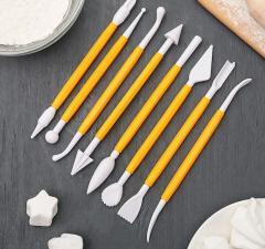 Желтый набор инструментрументов для работы с мастикой
